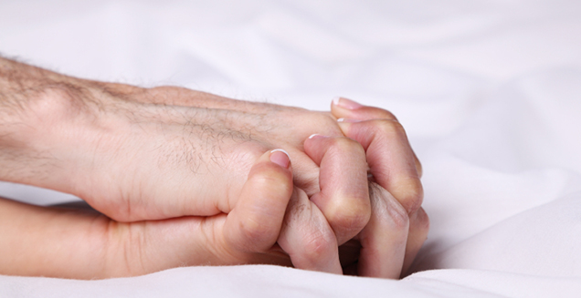 Hands-Holding-In-Bed